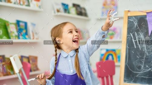 demo-attachment-1017-cute-little-girl-having-fun-with-paint-FZCA96Y-e1589794941389